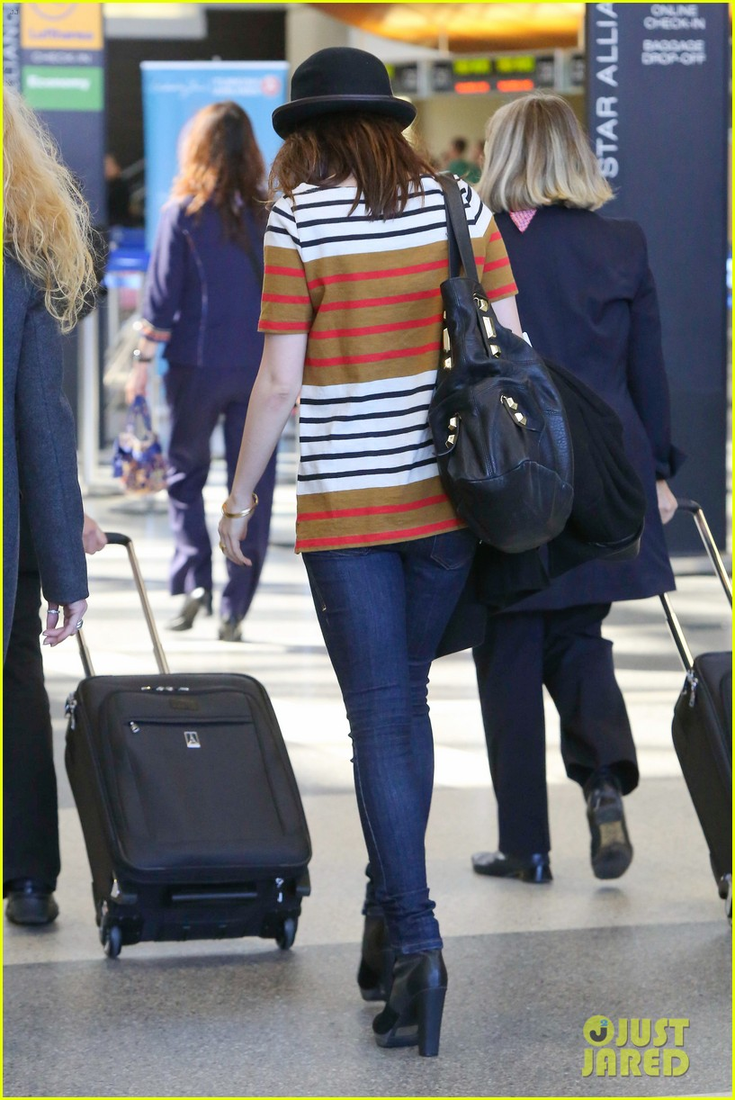 lily collins bowler babe at lax 032825117