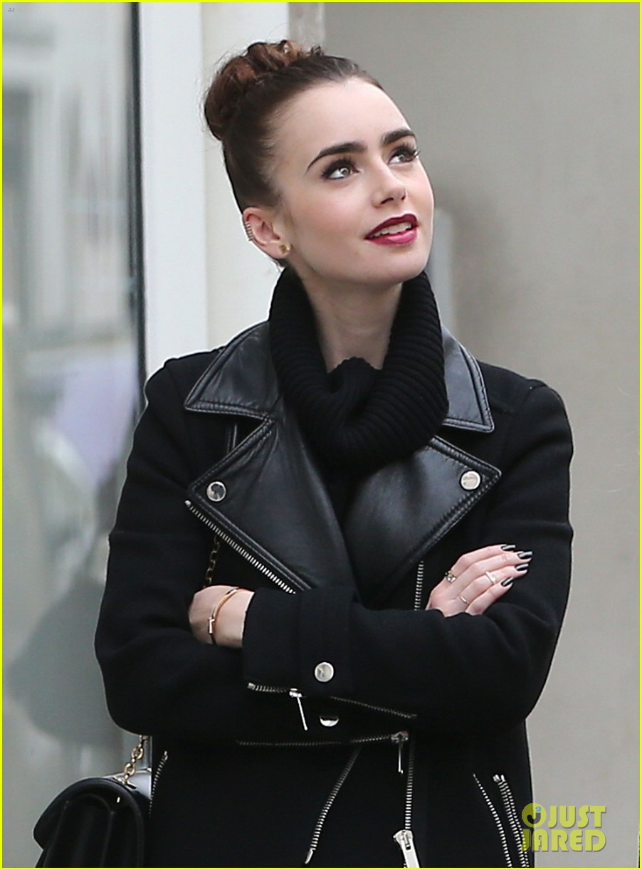 lily collins elizabeth olsen paris fashion week fun 042826387