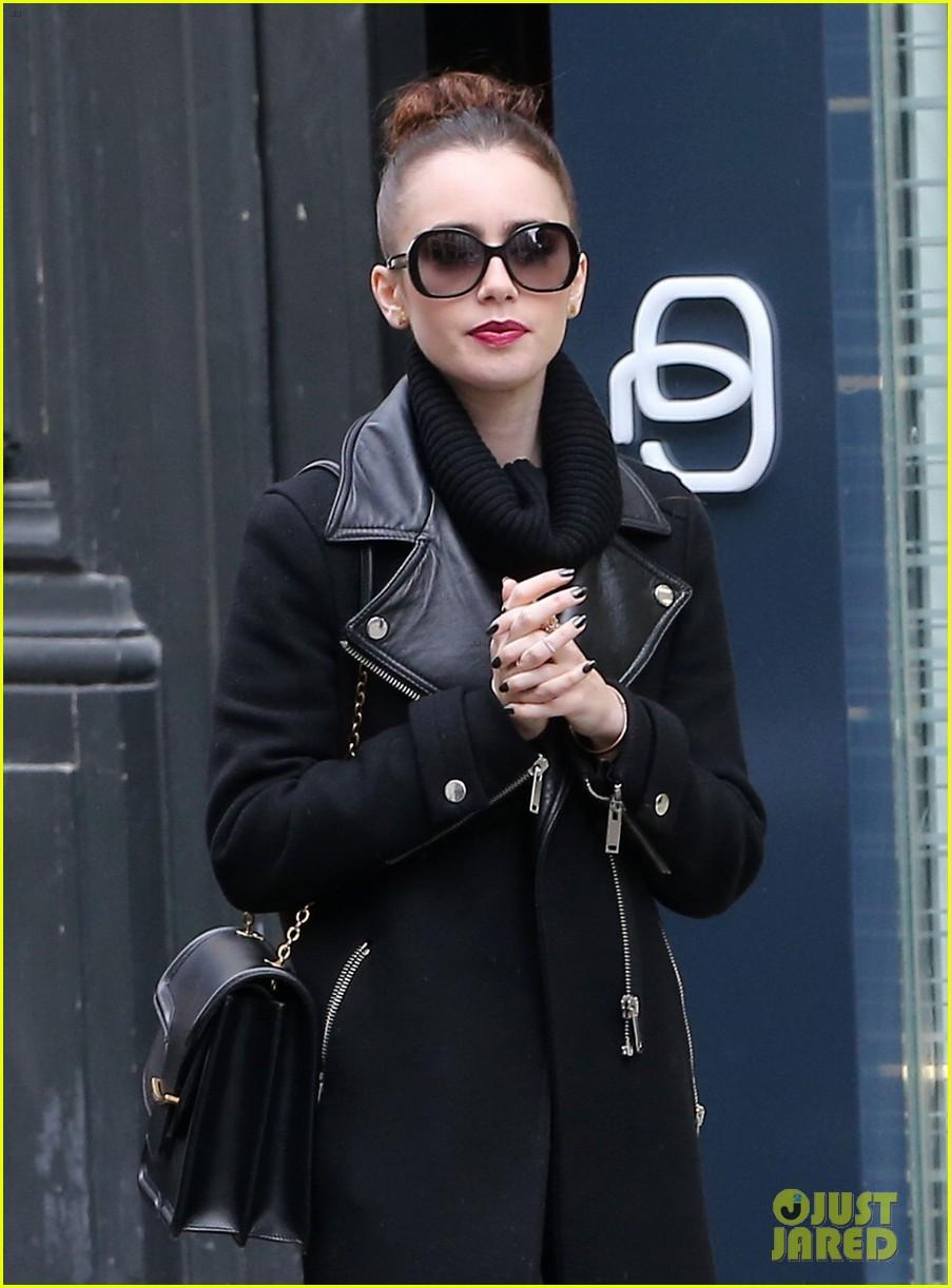 lily collins elizabeth olsen paris fashion week fun 102826393