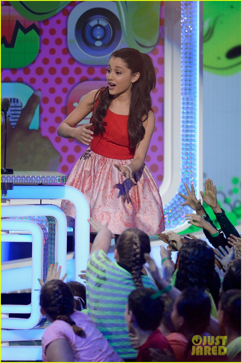 miranda cosgrove ariana grande kids choice awards 2013 282836684