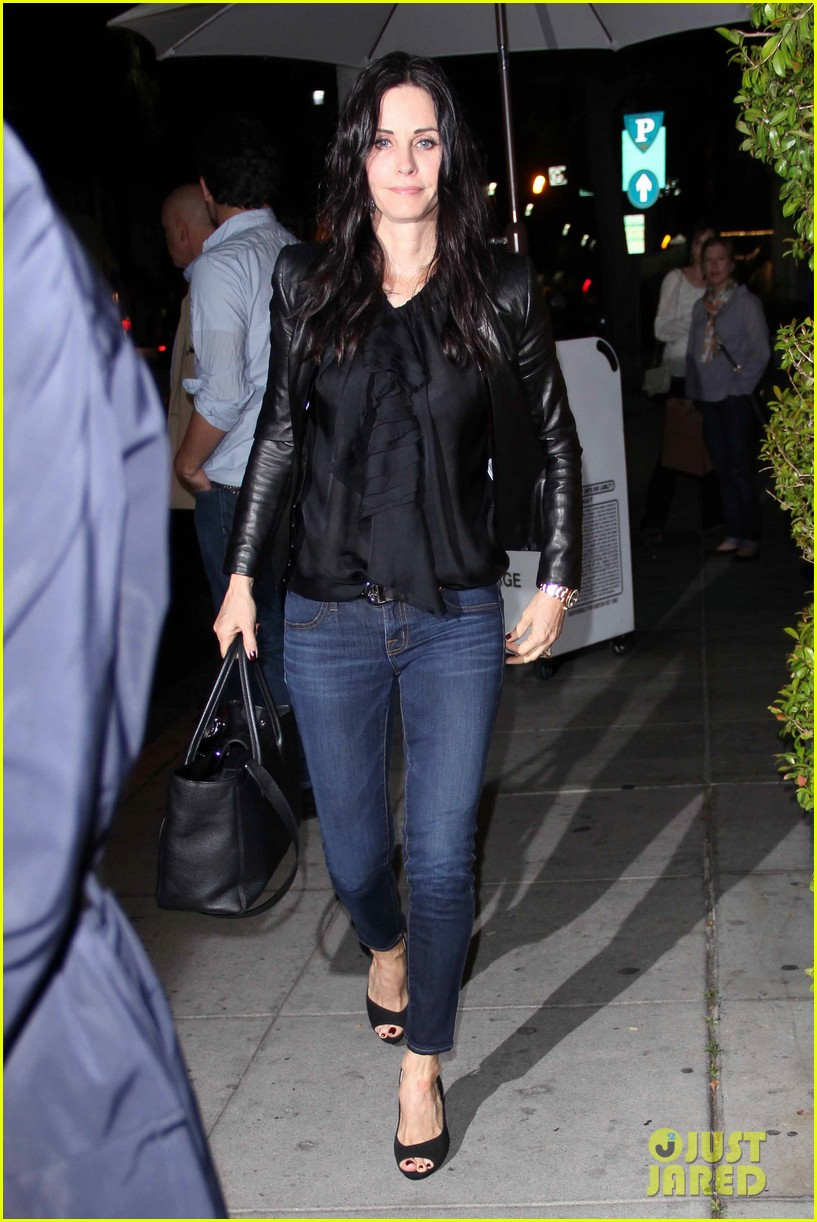 courteney cox cougar town renewed for season five 102837866