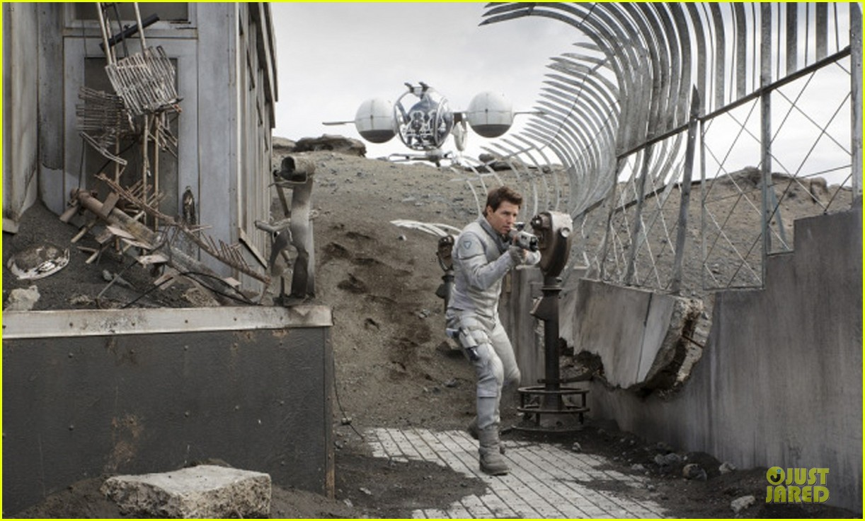 tom cruise oblivion stills released 082840503