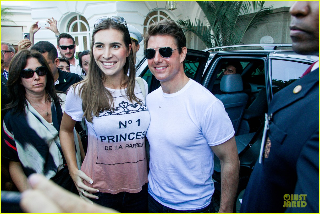 tom cruise loves brazilian fans suri bangs into friend big apple home 082839991