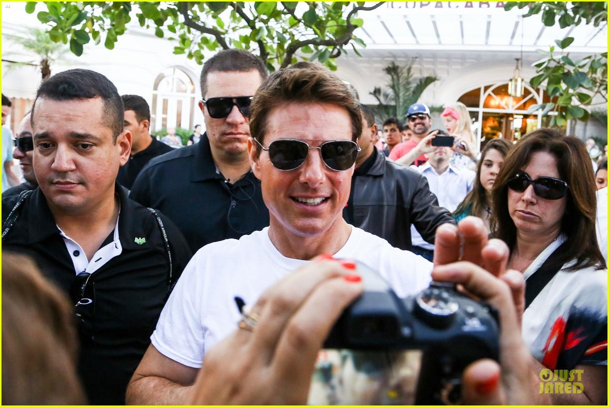 tom cruise loves brazilian fans suri bangs into friend big apple home 112839994