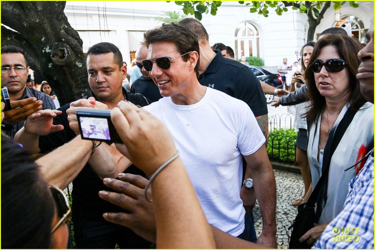 tom cruise loves brazilian fans suri bangs into friend big apple home 172840000