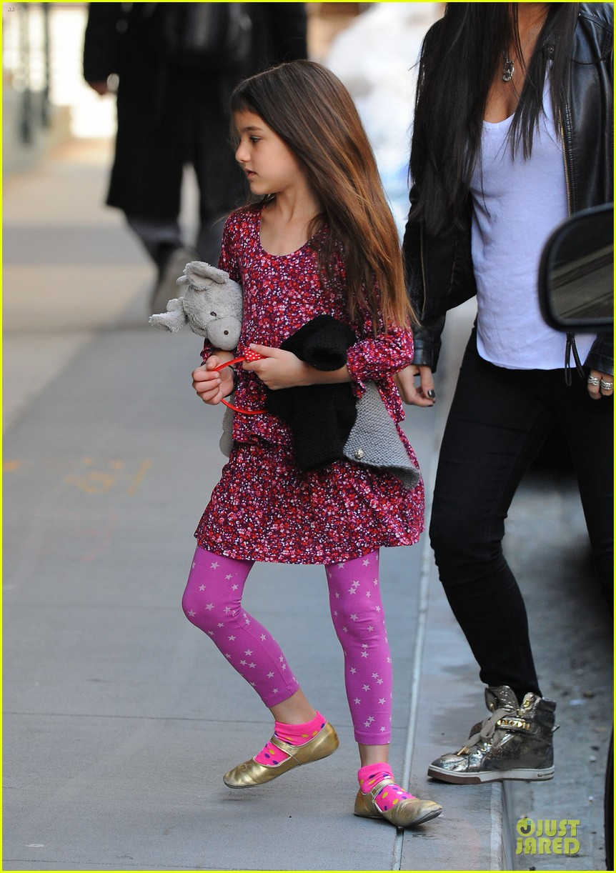 tom cruise loves brazilian fans suri bangs into friend big apple home 252840008