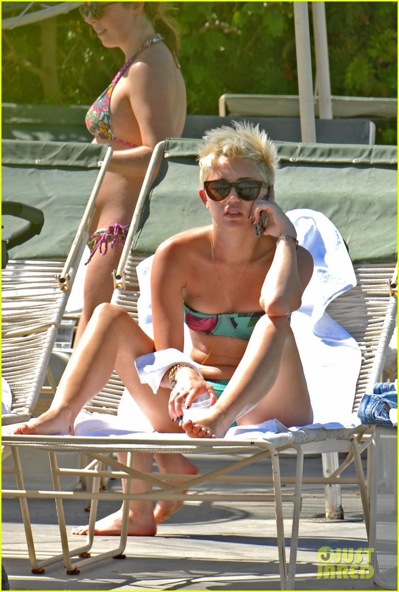 miley cyrus bikini babe in the desert 012832821