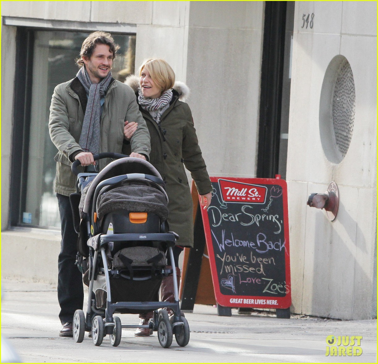 claire danes hugh dancy family day with baby cyrus 012828246