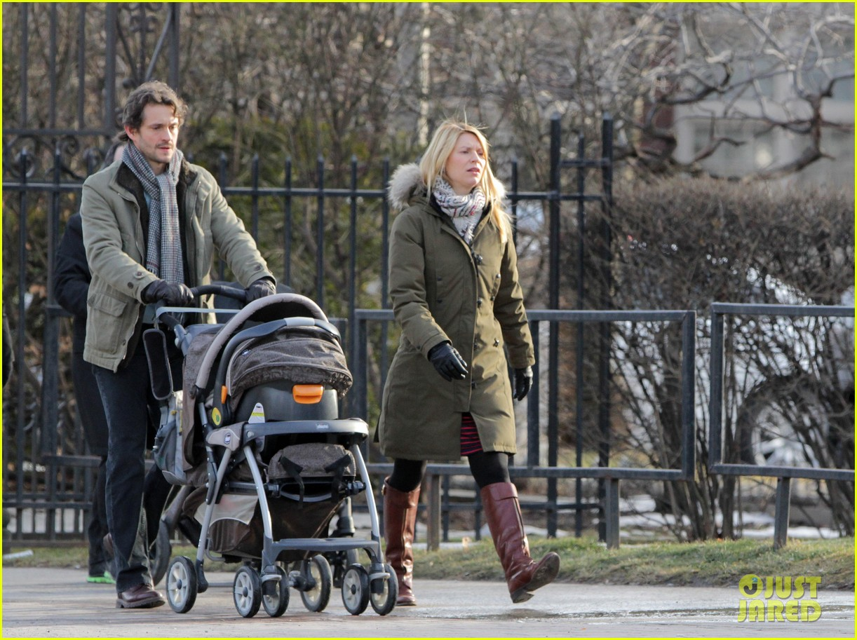 claire danes hugh dancy family day with baby cyrus 022828247
