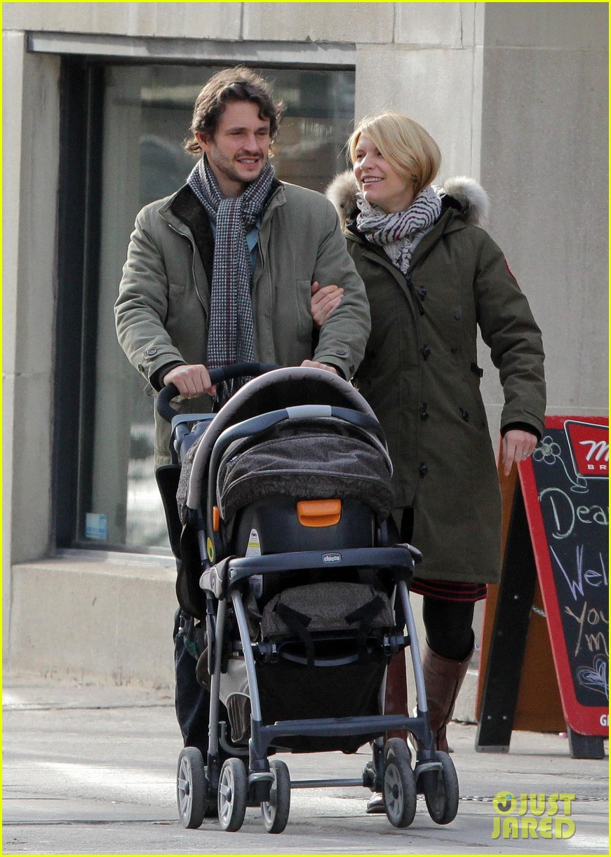 claire danes hugh dancy family day with baby cyrus 032828248