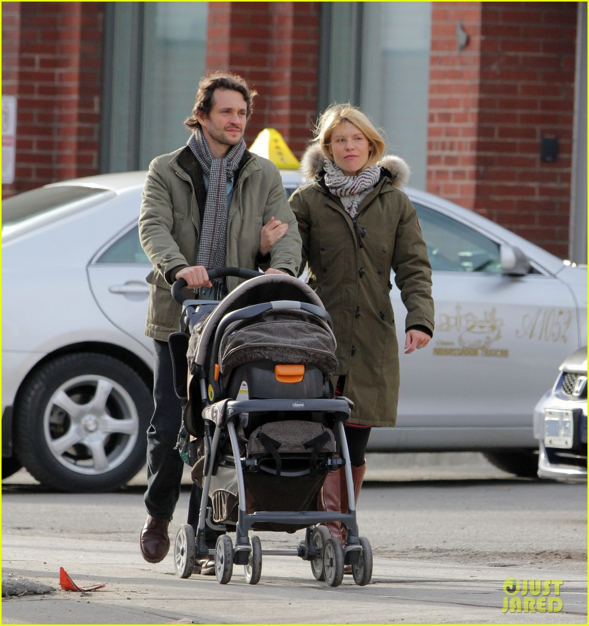claire danes hugh dancy family day with baby cyrus 042828249