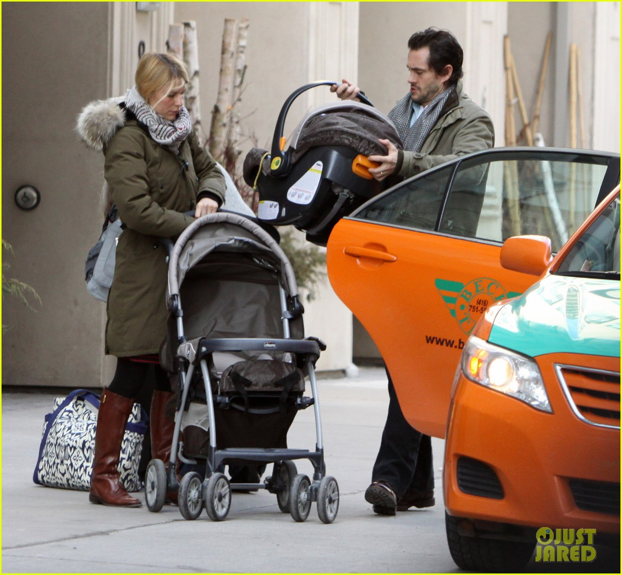 claire danes hugh dancy family day with baby cyrus 052828250