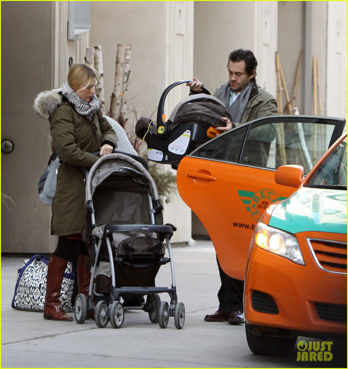 claire danes hugh dancy family day with baby cyrus 062828251