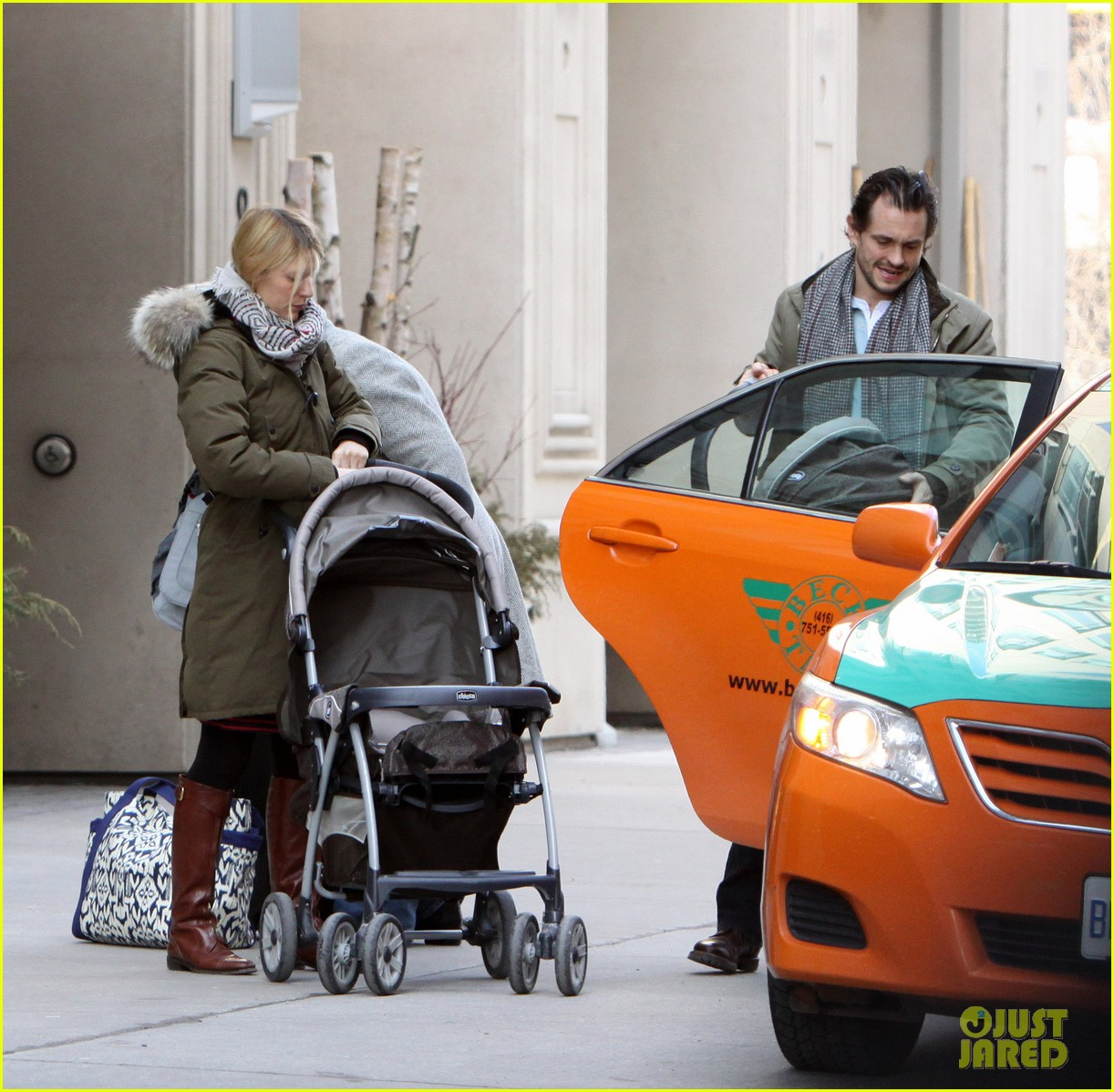 claire danes hugh dancy family day with baby cyrus 072828252