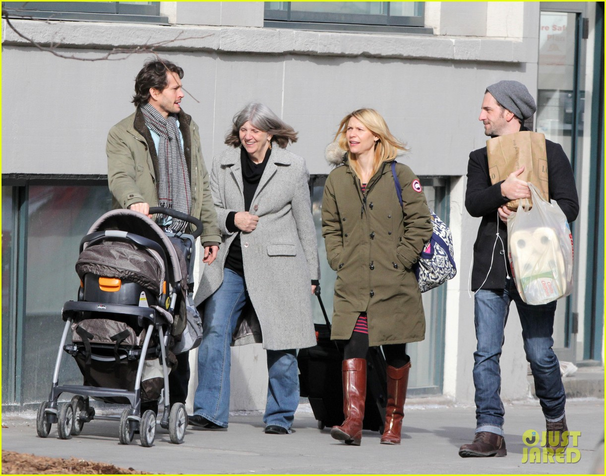 claire danes hugh dancy family day with baby cyrus 082828253