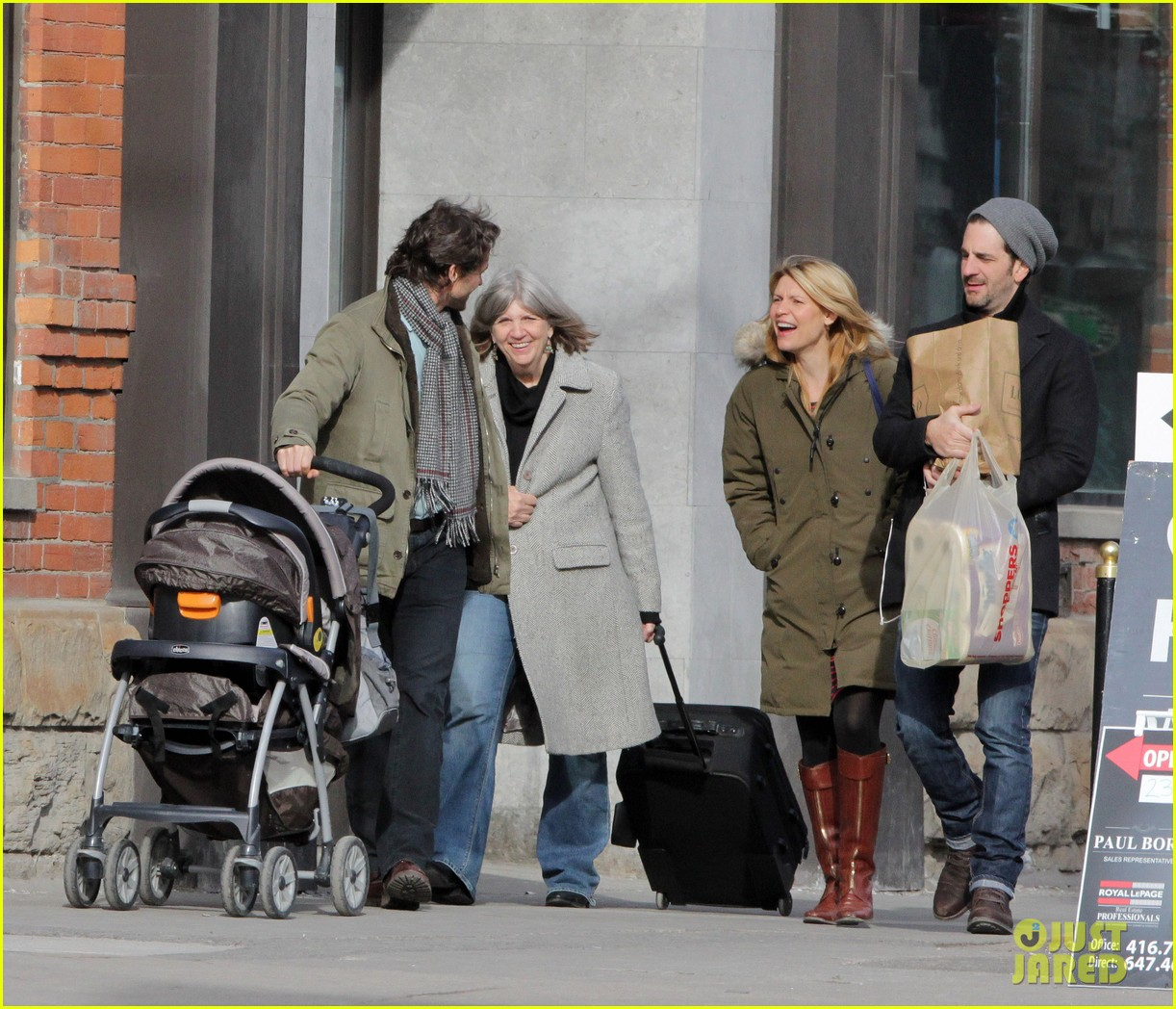 claire danes hugh dancy family day with baby cyrus 102828255