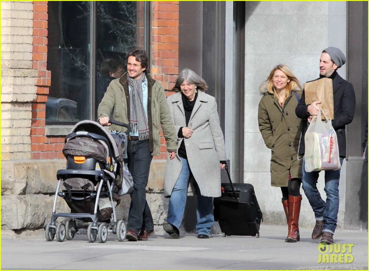 claire danes hugh dancy family day with baby cyrus 112828256