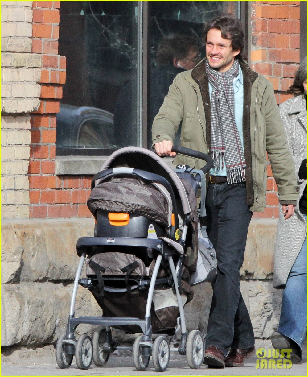 claire danes hugh dancy family day with baby cyrus 12