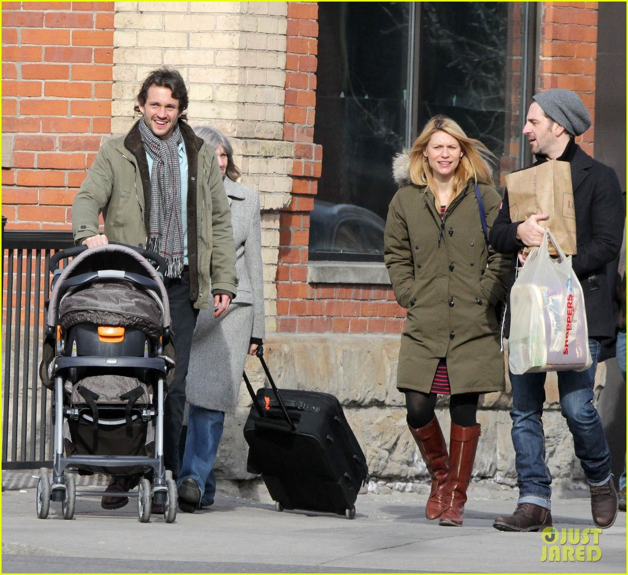 claire danes hugh dancy family day with baby cyrus 152828260