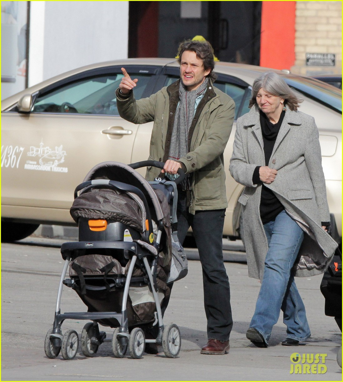 claire danes hugh dancy family day with baby cyrus 162828261