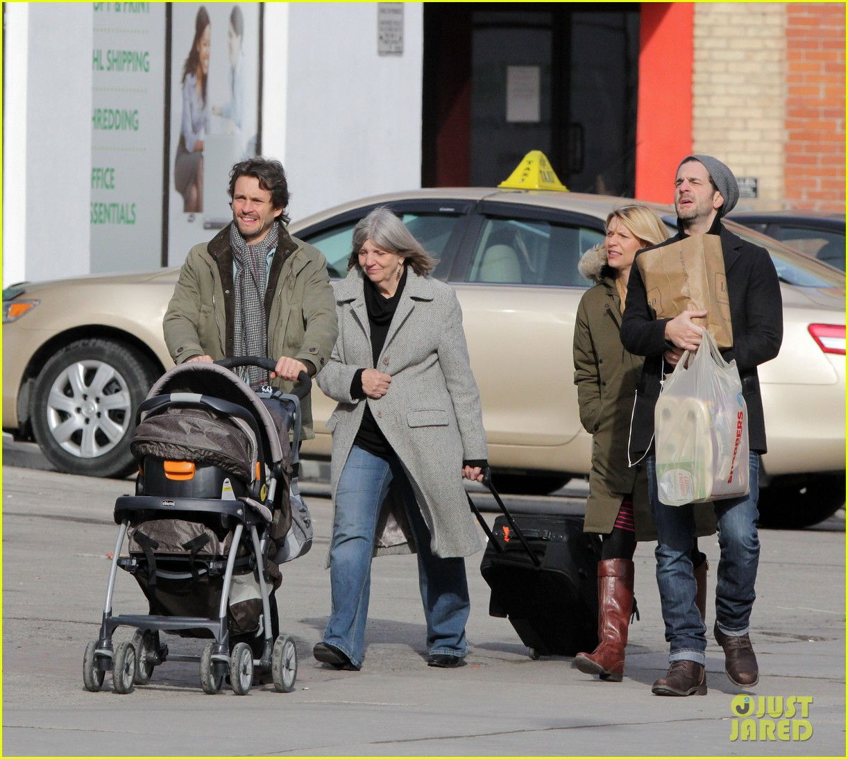 claire danes hugh dancy family day with baby cyrus 172828262