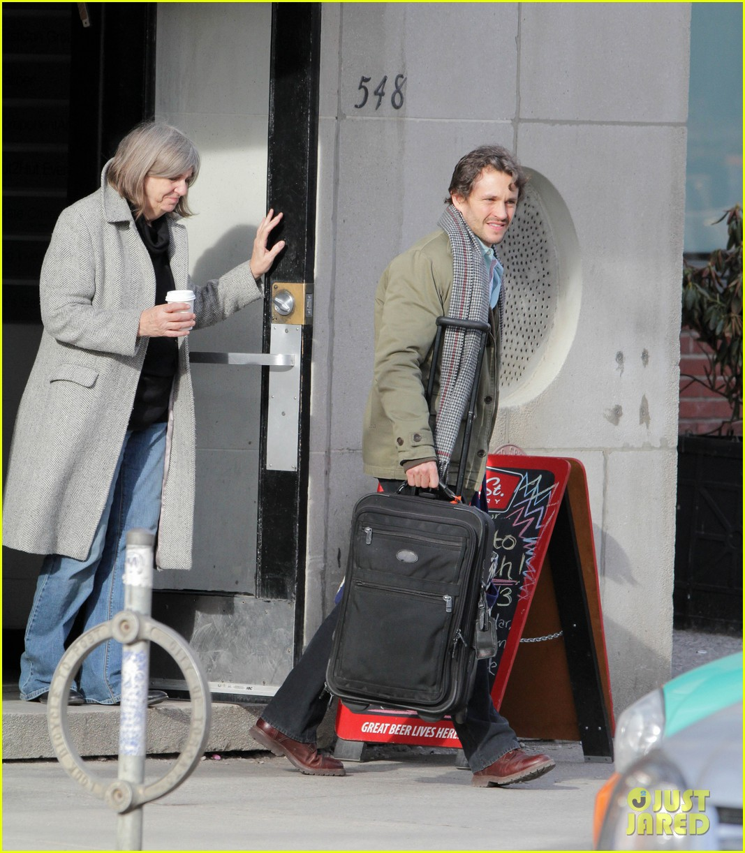 claire danes hugh dancy family day with baby cyrus 182828263
