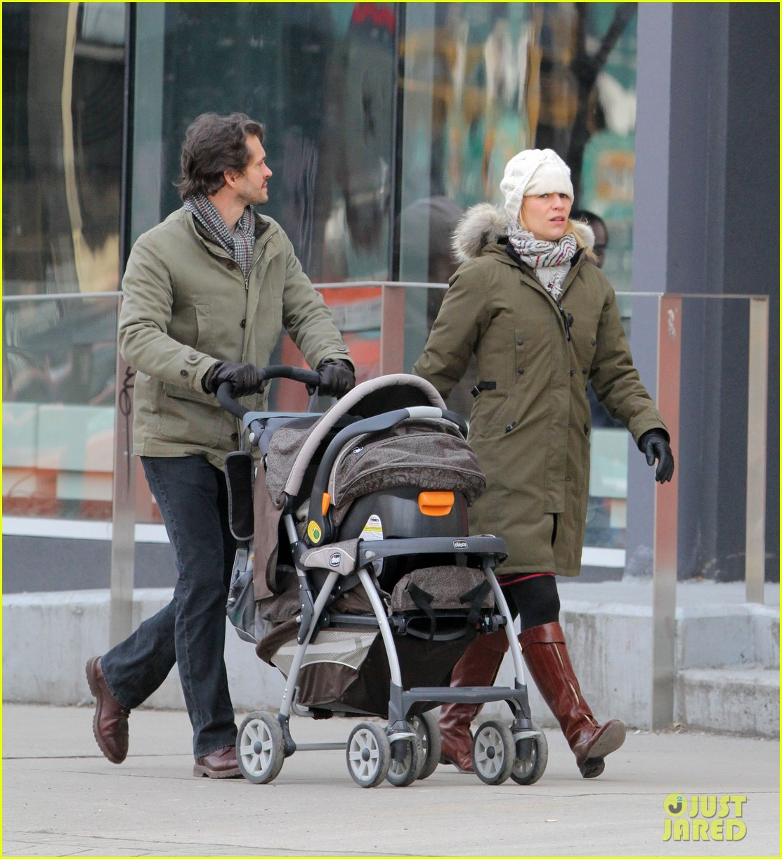 claire danes hugh dancy family day with baby cyrus 222828267
