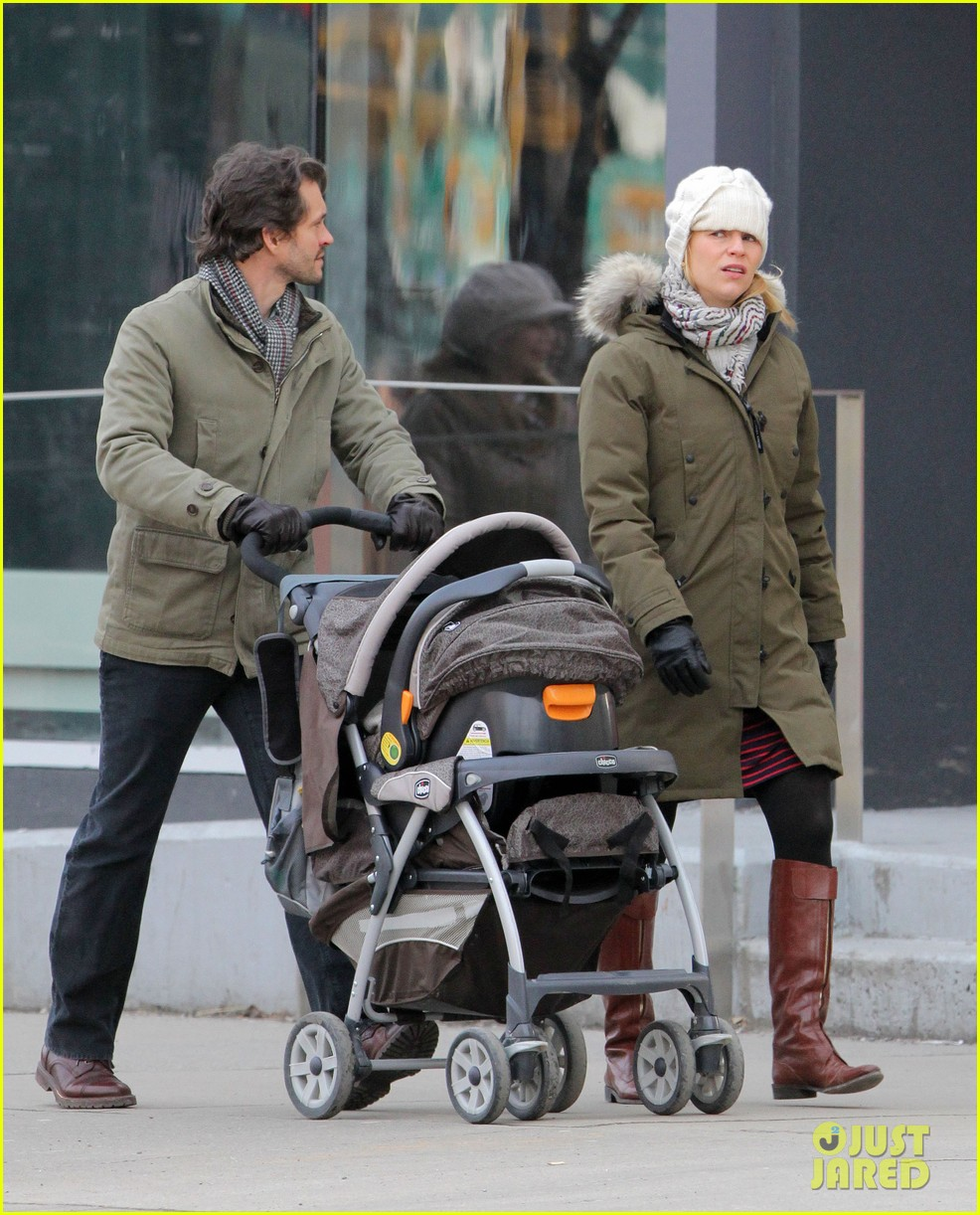 claire danes hugh dancy family day with baby cyrus 232828268