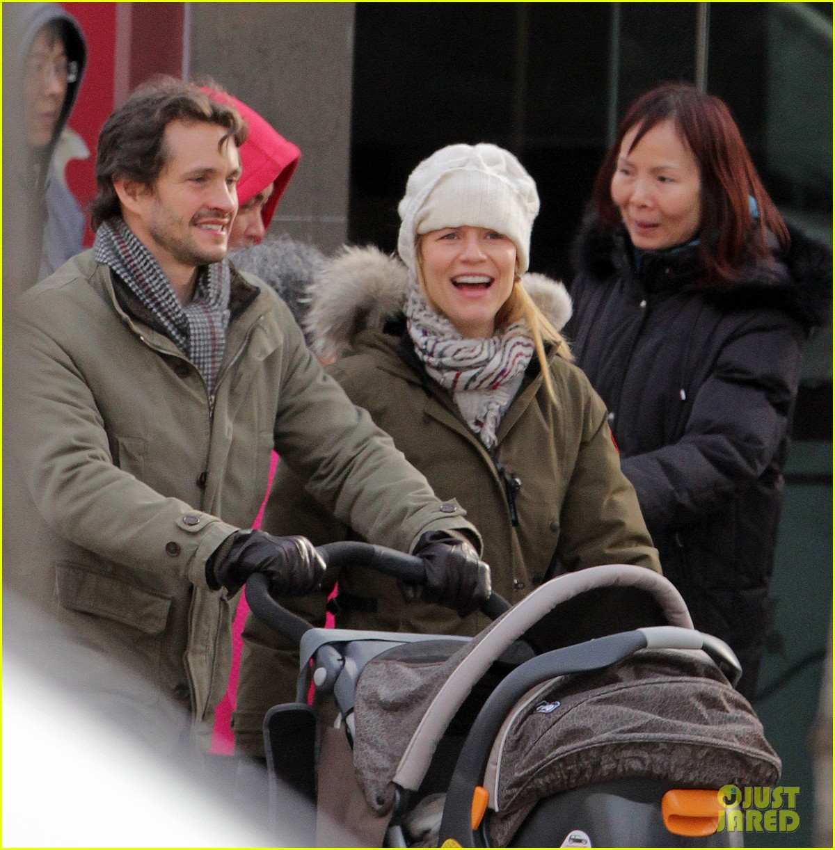 claire danes hugh dancy family day with baby cyrus 242828269