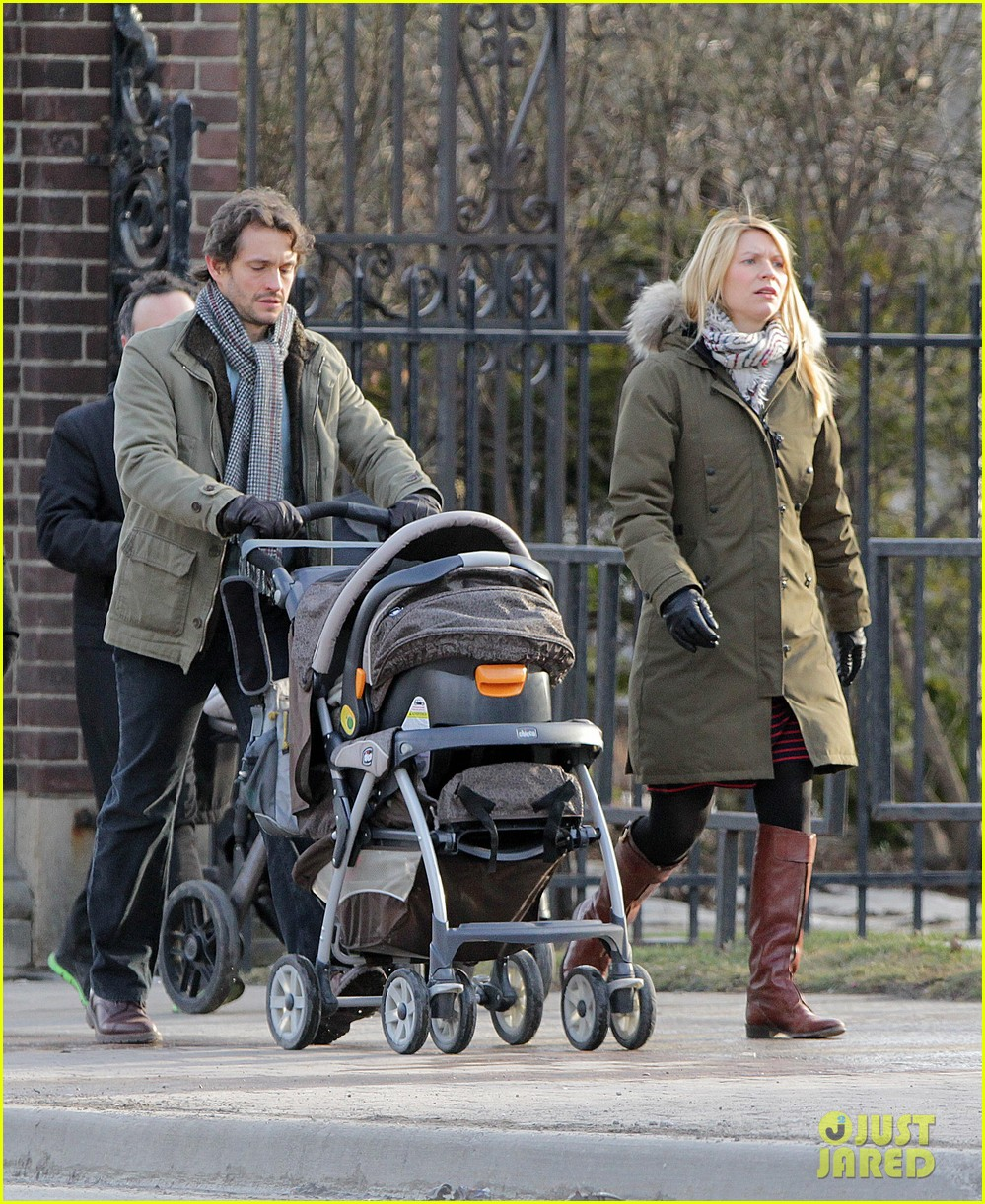 claire danes hugh dancy family day with baby cyrus 252828270