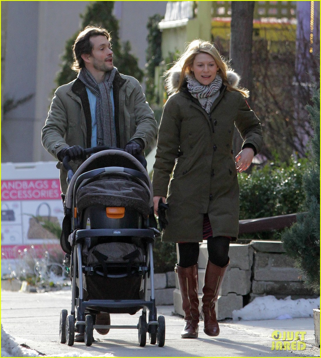 claire danes hugh dancy family day with baby cyrus 262828271