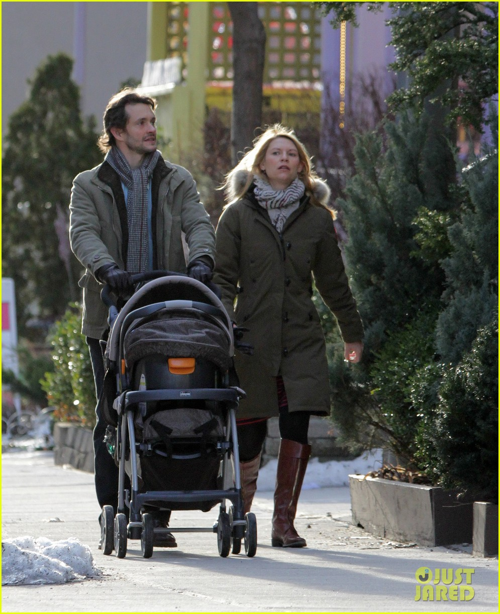claire danes hugh dancy family day with baby cyrus 292828274