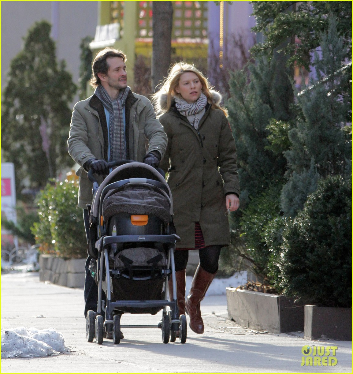 claire danes hugh dancy family day with baby cyrus 302828275