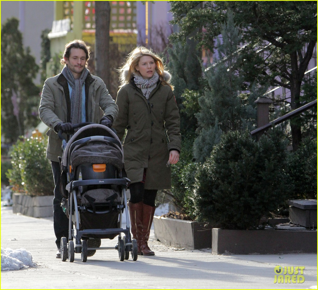 claire danes hugh dancy family day with baby cyrus 312828276