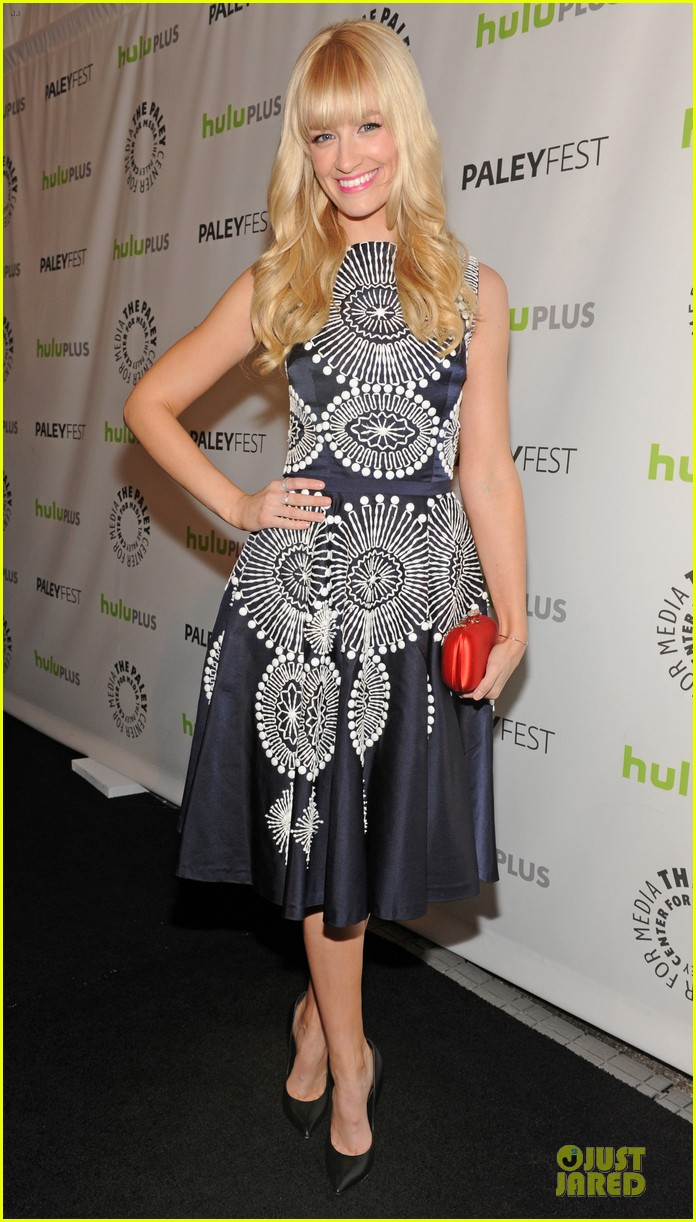 kat dennings beth behrs paleyfest with 2 broke girls cast 032830888