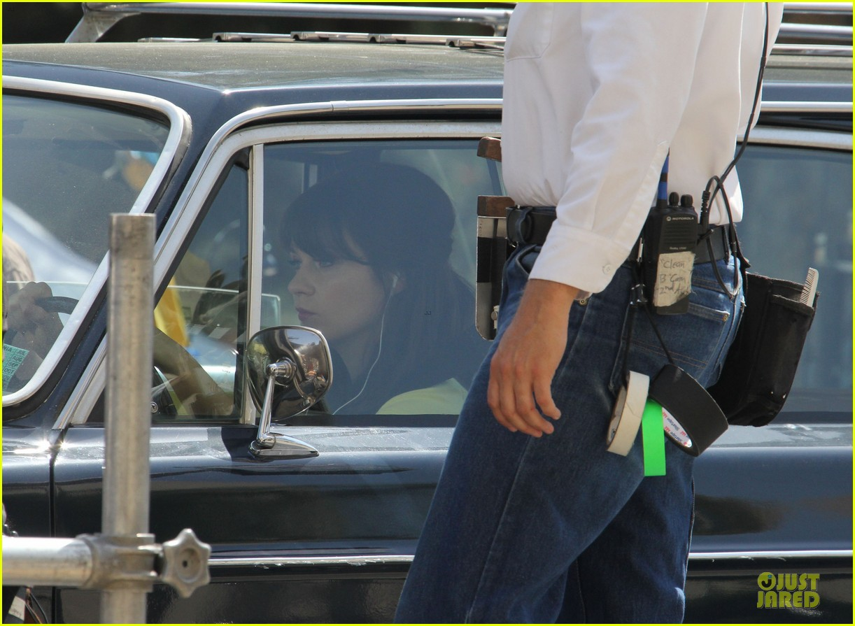 zooey deschanel sexual tension leads to a freakin hot kiss 062836267