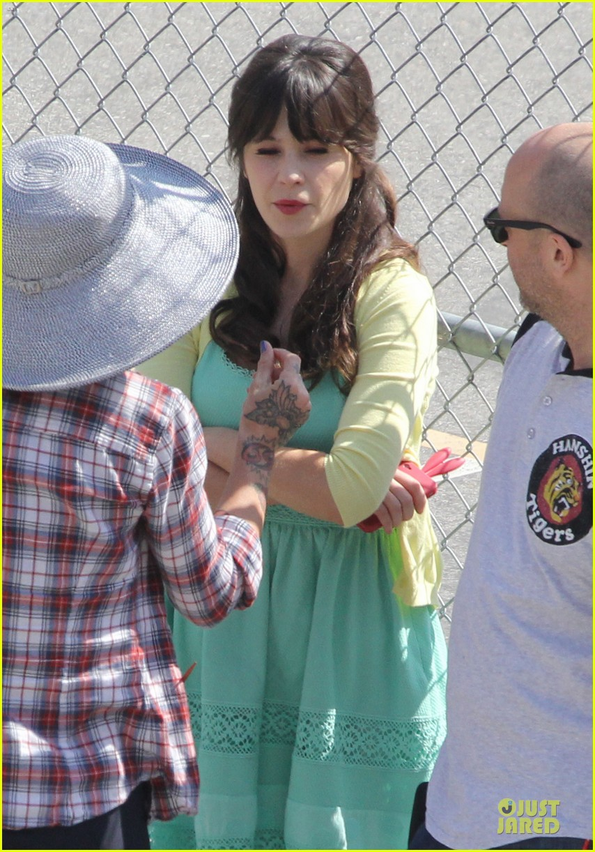 zooey deschanel sexual tension leads to a freakin hot kiss 222836283