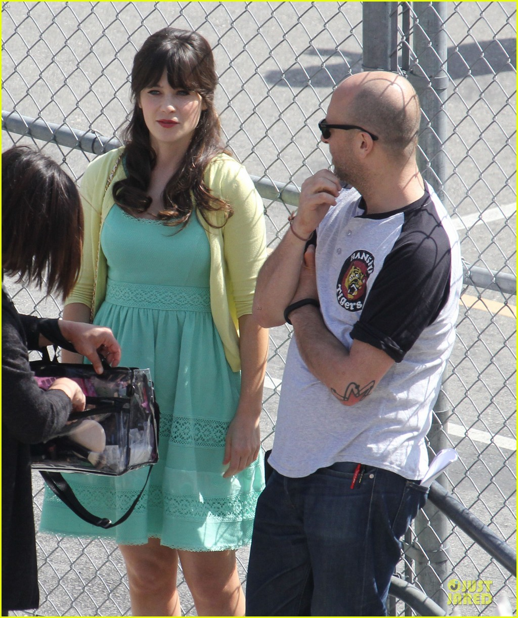zooey deschanel sexual tension leads to a freakin hot kiss 242836285