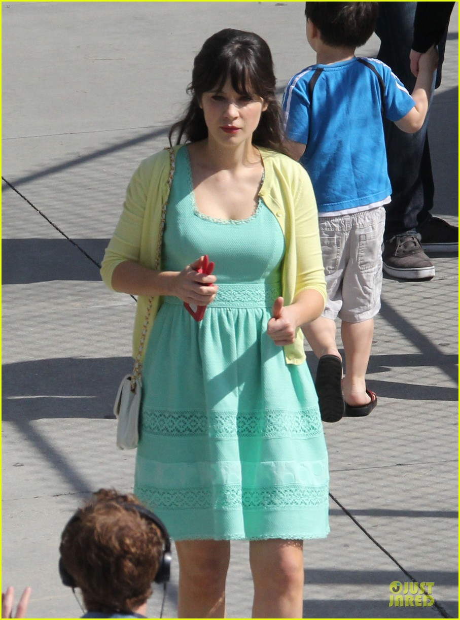 zooey deschanel sexual tension leads to a freakin hot kiss 262836287