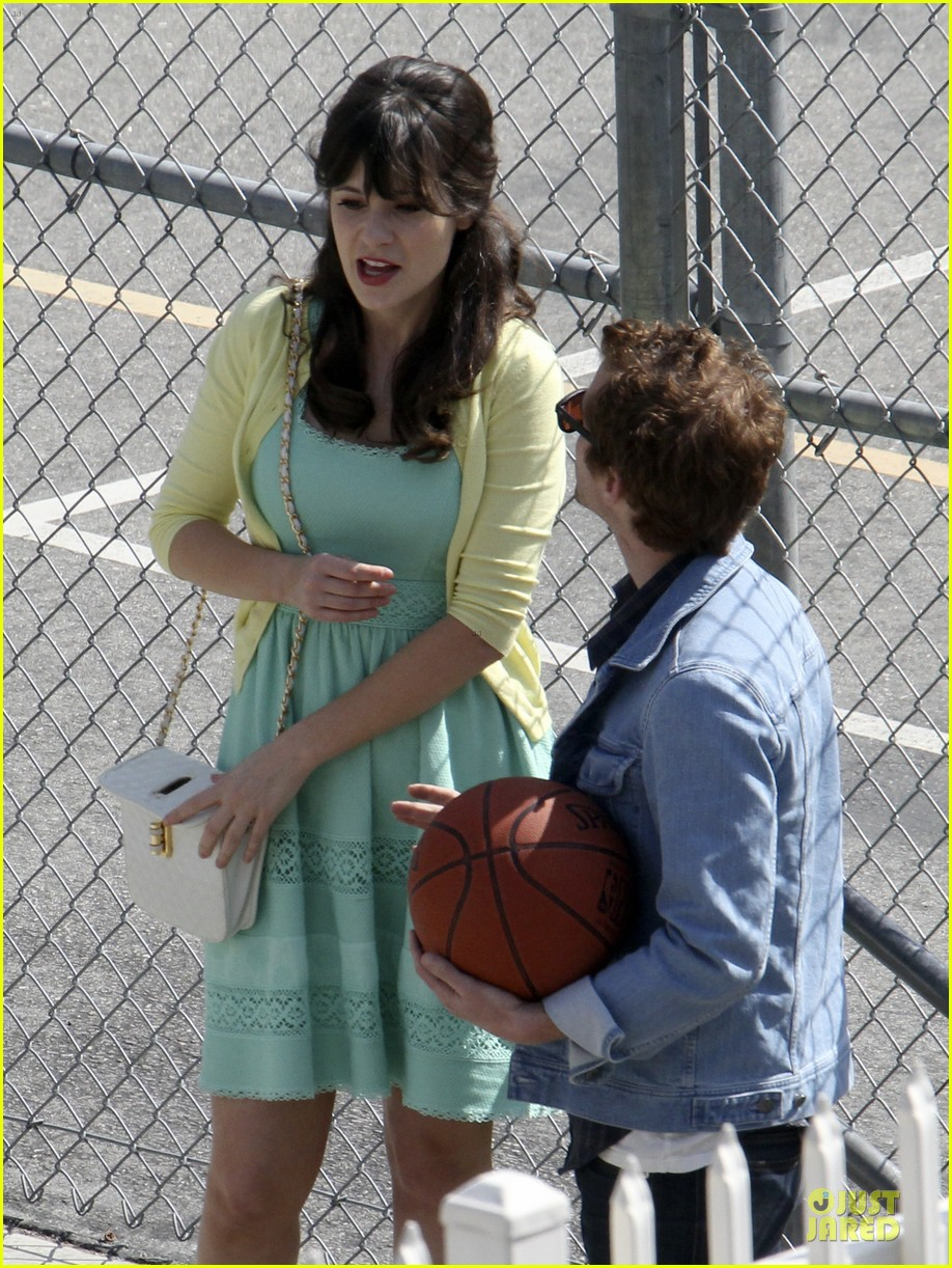 zooey deschanel sexual tension leads to a freakin hot kiss 312836292