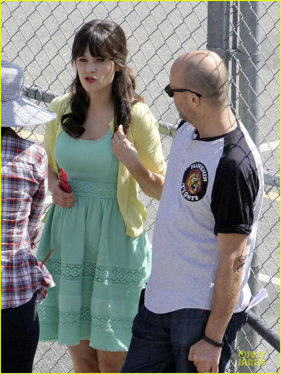 zooey deschanel sexual tension leads to a freakin hot kiss 332836294