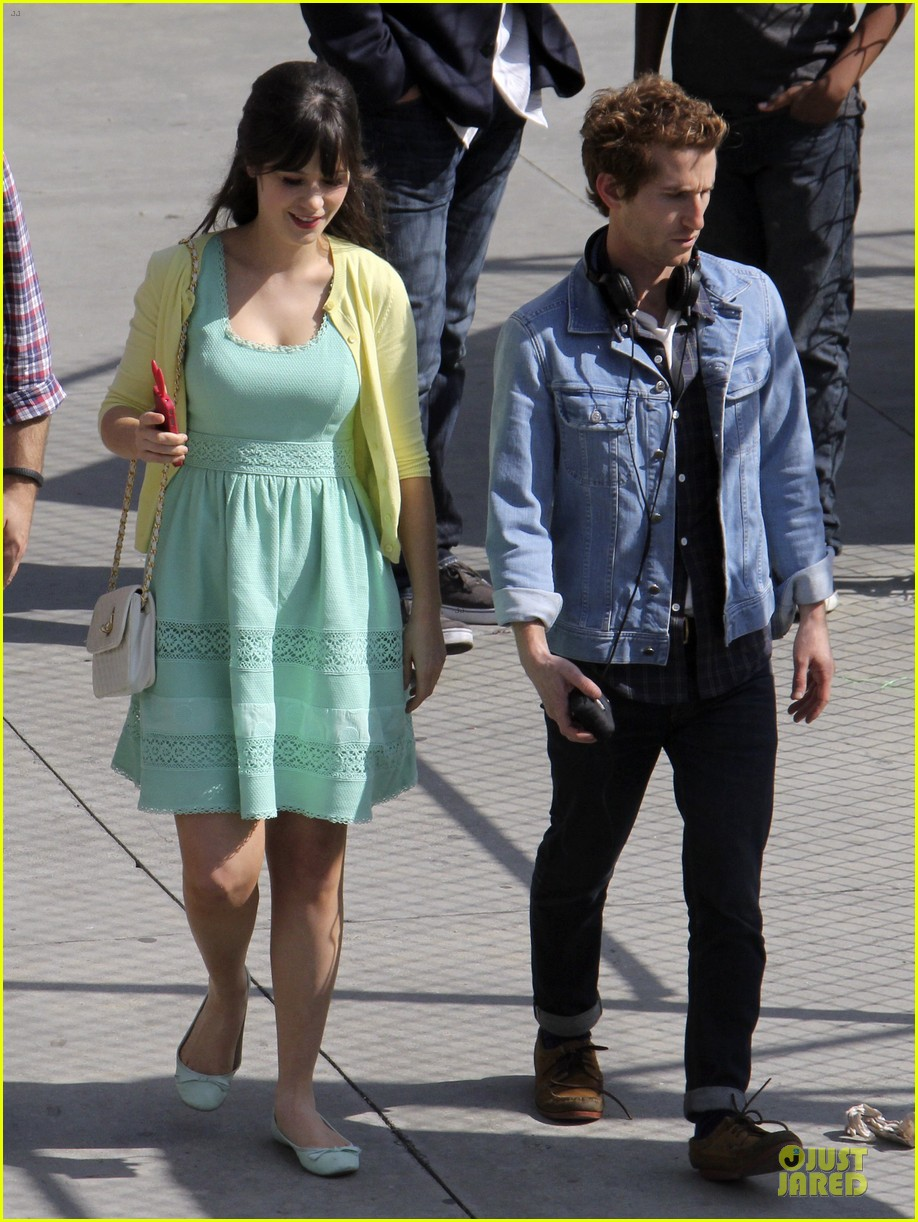 zooey deschanel sexual tension leads to a freakin hot kiss 35