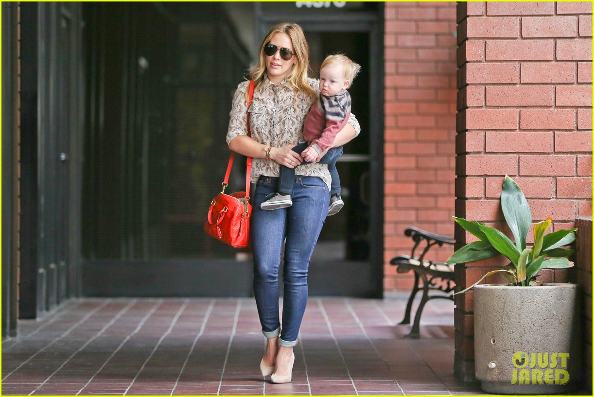 hilary duff babies first class with luca 022826609