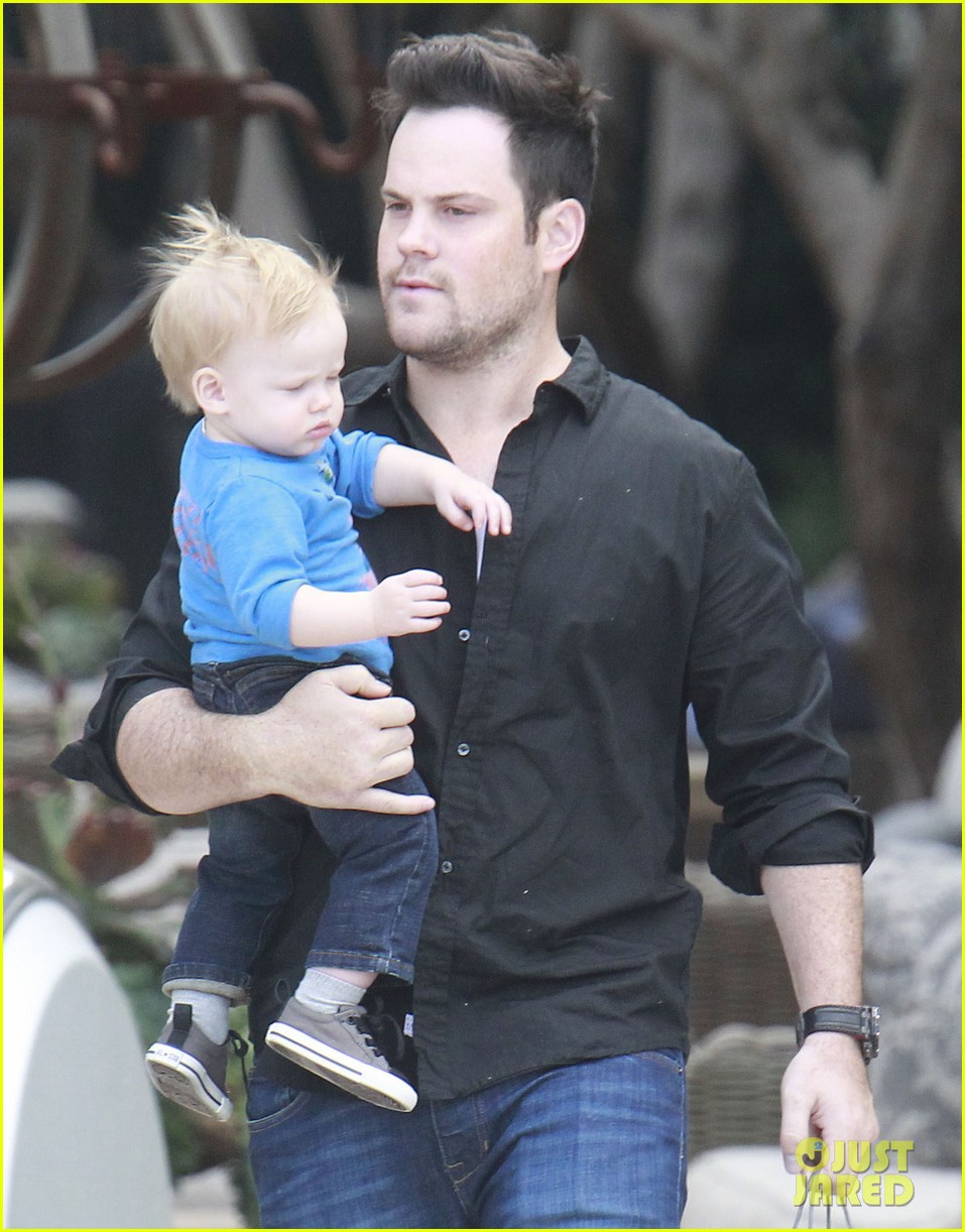 hilary duff babies first class with luca 15