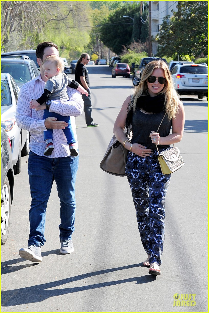 hilary duff mike comrie birthday party with luca 012828001
