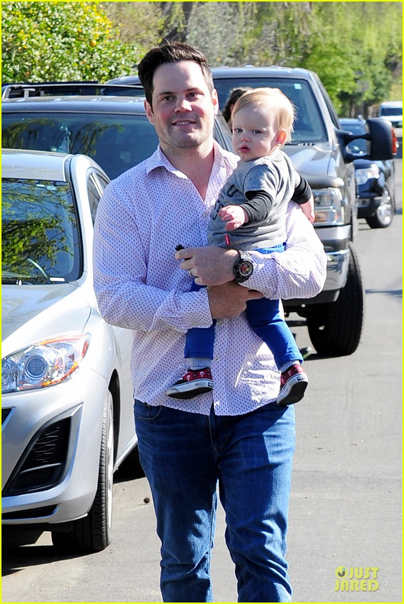 hilary duff mike comrie birthday party with luca 02