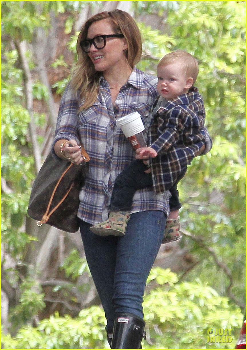 hilary duff mike comrie birthday party with luca 272828027