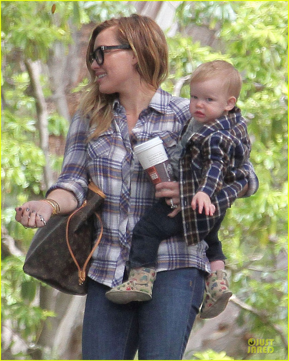 hilary duff mike comrie birthday party with luca 282828028