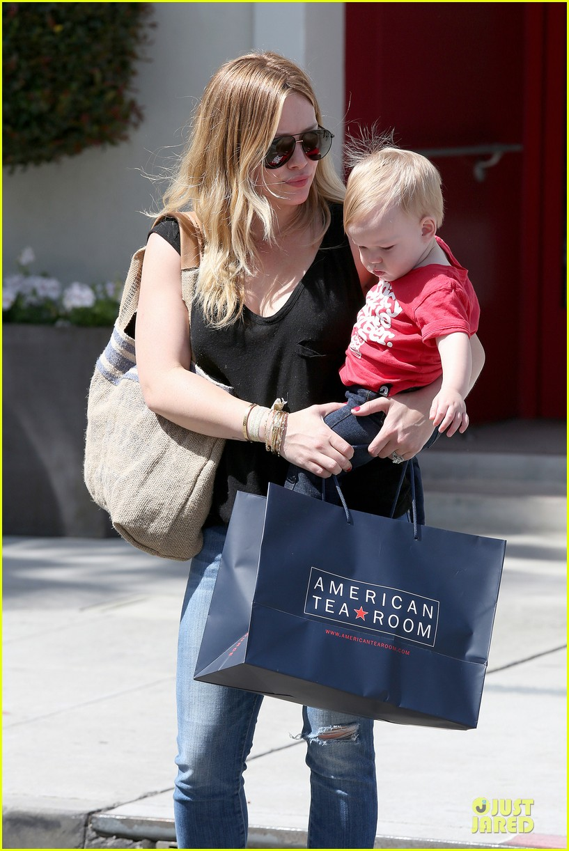hilary duff daily grill lunch stop 162836067