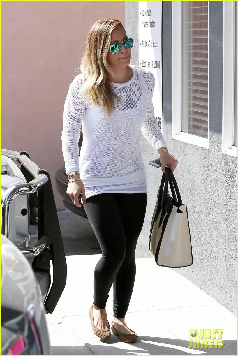 hilary duff la outing with sleepy luca 012839176